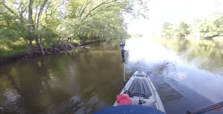 Kayak Fishing Is A Struggle (Kayak FAILS)