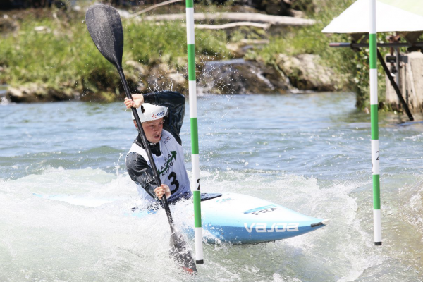 French paddlers Romane Prigent, Anatole Delassus and Tanguy Addison firmed in favouritism to win gold at the 2021 ICF junior and U23 canoe slalom world championships with impressive heat runs in hot conditions in Slovenia on Wednesday.