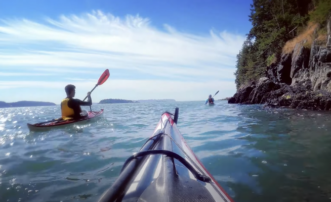 Follow Mike McHolm on a beautiful summer paddle, accompanied by Joé Dupuis, Pat Joans and Niko Van Brandt. They launched from Whytecliff Park under beautiful cirrus clouds with warm water! Looks epic!